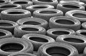 Alte Reifen in der Autoversicherung – Zweitwagen zeigen deutliche Ausfälle