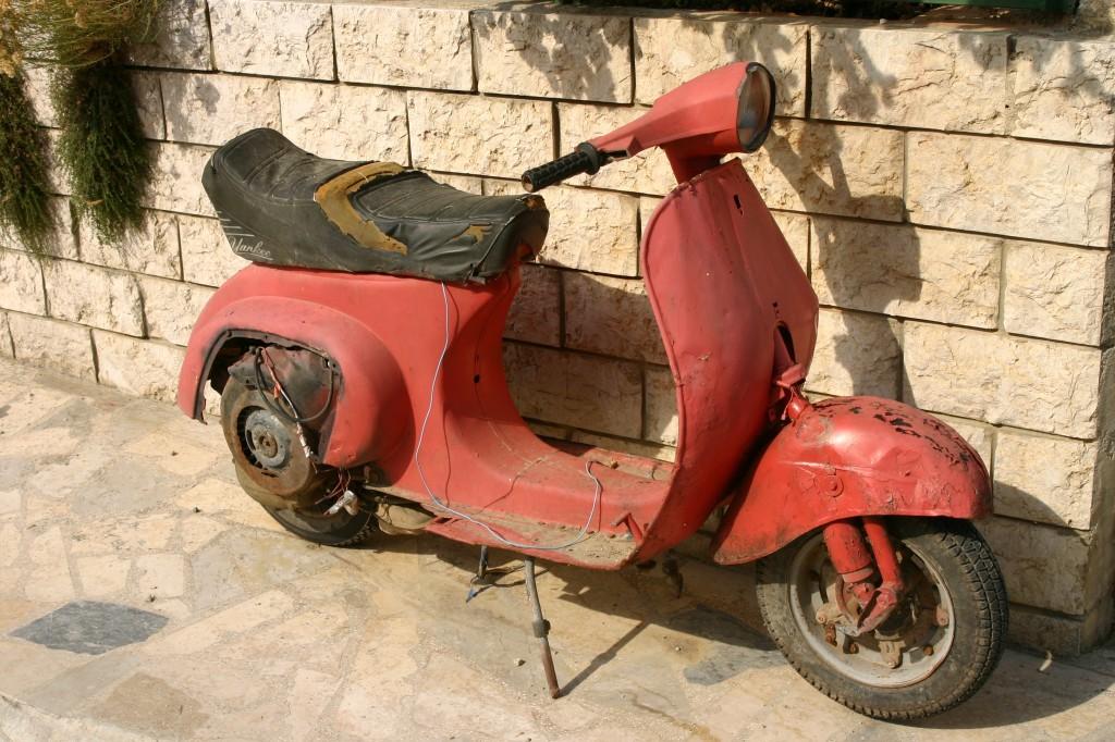 Roller Versicherung - auch auf zwei Rädern gut unterwegs